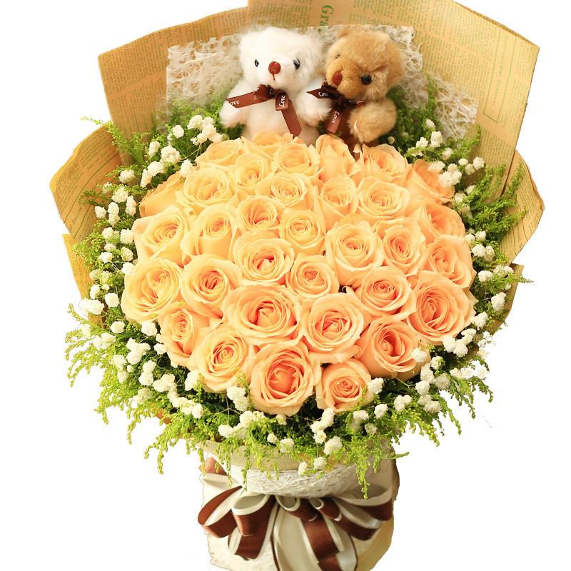 轻轻花语:33枝香槟玫瑰,黄英和满天星外围,随机赠送两只可爱小公仔。_鲜花-中国鲜花快递网