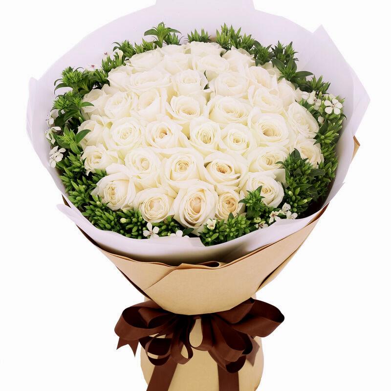 相恋一生:33朵精品白玫瑰,外围搭配适量白色相思梅。_鲜花-中国鲜花快递网