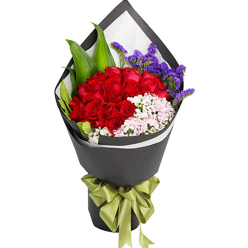 深情呼唤:33朵精品红玫瑰,搭配相思梅、勿忘我、栀子叶丰满点缀。_鲜花-中国鲜花快递网