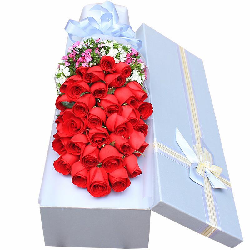 美丽遇见:33朵红玫瑰,搭配适量石竹梅。_鲜花-中国鲜花快递网
